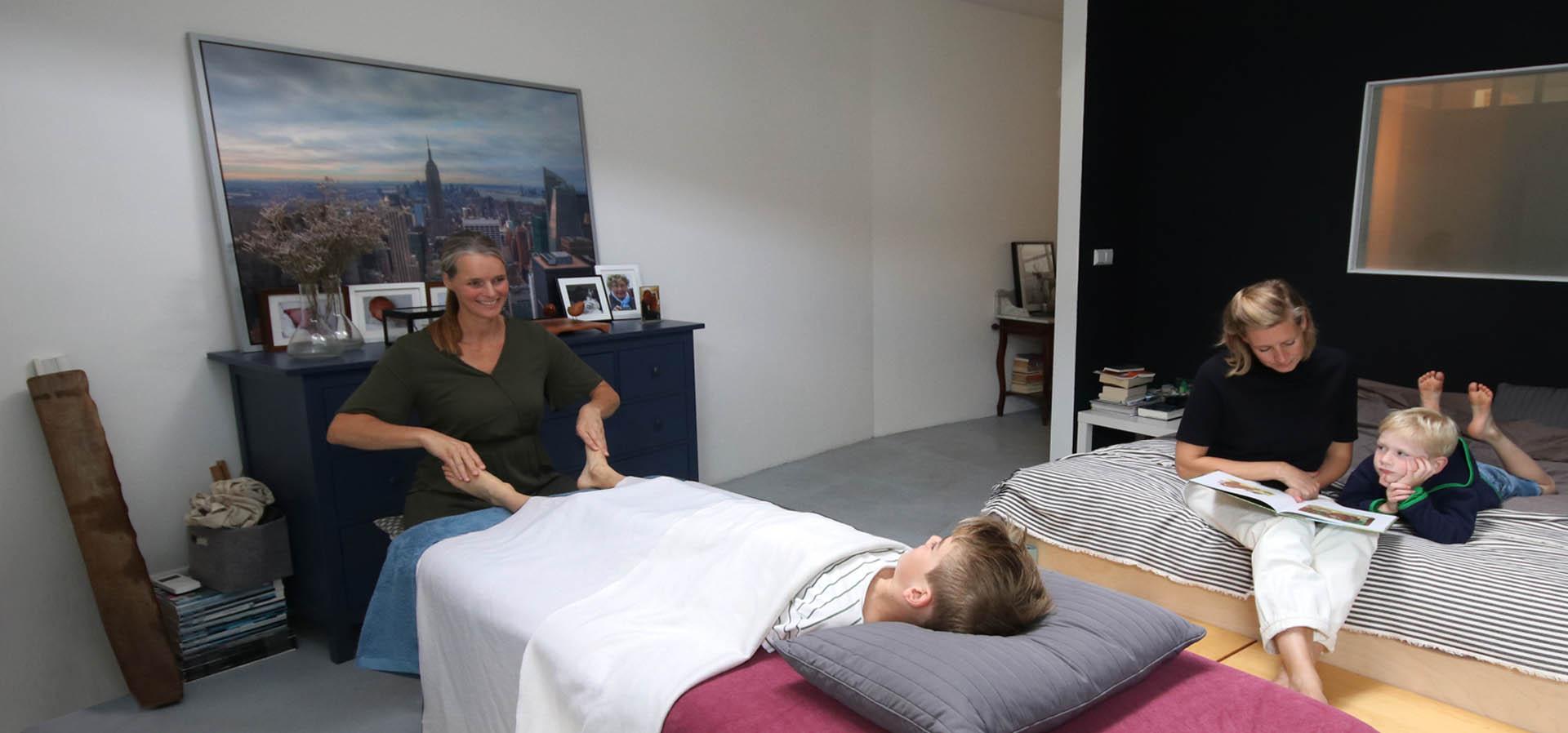 Familievoetreflexologie, een massage voor het hele gezin